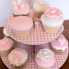 Vintage pink & white cupcakes