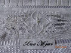 L Bargello, Rugs, Home Decor, Embroidered Towels, Bathroom Towels, Face Towel, Do It Yourself, Hardanger, Towels