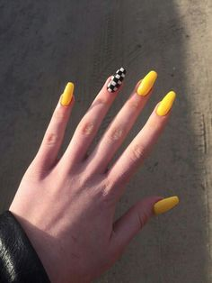 On average, the finger nails grow from 3 to millimeters per month. If it is difficult to change their growth rate, however, it is possible to cheat on their appearance and length through false nails. Simple Acrylic Nails, Summer Acrylic Nails, Best Acrylic Nails, Pastel Nails, Acrylic Nails Yellow, Aycrlic Nails, Swag Nails, Manicures, Coffin Nails