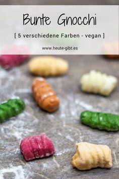 Rezept für bunte Gnocchi in 5 Farbvarianten. Der Klassiker der italienischen Küche wurde durch unterschiedliche Gemüsesorten aufgefrischt und ist ein Highlight auf dem Teller. Alle Varianten sind hierbei vegan! Rezept und Tipps auf www.heute-gibt.es #gnocchi #italienisch #rezept #vegan #klassiker #bunt #pasta