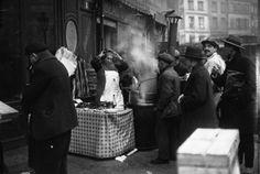 MARCHANDE de BEIGNETS , LES HALLES PARIS 1926.
