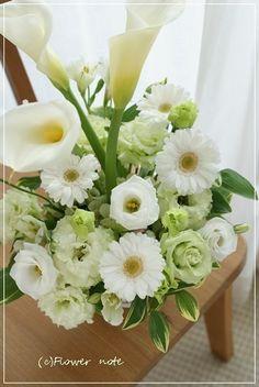 『【今日の贈花】凛とした白い花』http://ameblo.jp/flower-note/entry-11842479807.html