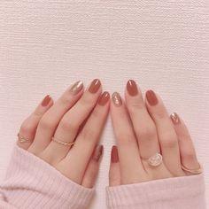 """Chisato on Instagram: """".     @lacoraran_ottopow キャラメリゼ  @friendnail_official  パールマロンクリーム         はじめての両手投稿 * みなさん両手とるときどおやってるんだろう。 …"""""""