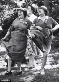 The Sisterhood of the Split Pants – Wine and Cheese (Doodles) Vintage Pictures, Old Pictures, Old Photos, Old Lady Humor, Old Folks, Make Smile, Vintage Photographs, Belle Photo, Getting Old