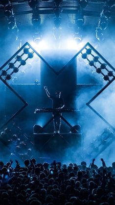 Now we can give you a brief who is the best Dj in the world right now. Festival Photography, Concert Photography, Concert Stage Design, Concert Lights, Electro Music, Best Dj, Alan Walker, Avicii, Stage Set