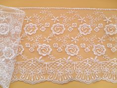 BEAUTIFUL~Ivory EMBROIDERED SCALLOPED TULLE LACE 16 cm  Wedding/Bride/Crafts
