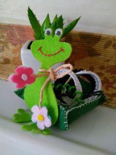 Saç lastikleri için şirin kurbağa armağanım(keçeden).(Kurbağa Kermit)