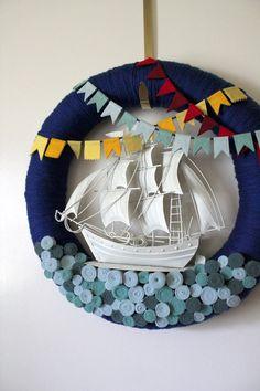 C'est un fameux trois mats en feutrine Felt boat at sea wreath. Brill