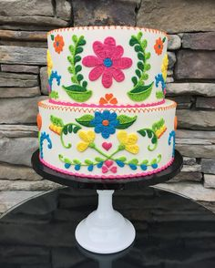 "2,028 Likes, 151 Comments - Leslie Vigil (@_leslie_vigil_) on Instagram: ""Intricately piped Mexican embroidery in a spring palette. In all buttercream! #buttercream…"""