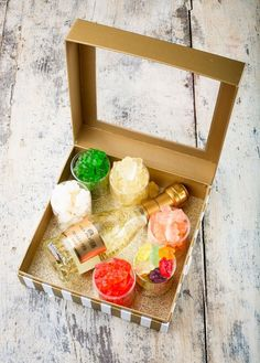 A Sweet Delivery sugar and champagne gift box (what can beat that?!)