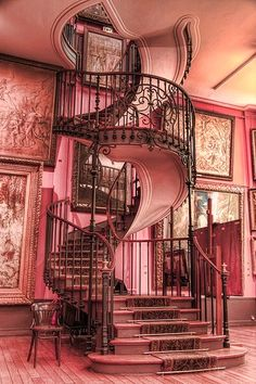 Staircase design and spiral staircase details. Staircase components and design tips. Staircase parts to create a spiral staircase showpiece Stairway To Heaven, Future House, Style At Home, Beautiful Homes, Beautiful Places, Beautiful Stairs, Architecture Cool, Design Case, Home Fashion