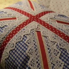 I Heart Shabby Chic: Shabby Chic Union Jack Flags, Bunting, Design. Bunting Design, Flag Design, Cushions To Make, Pin Cushions, Pillows, Union Jack Decor, Diy Union Jack Bunting, Shabby Chic Union Jack, Craft Projects