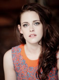 Welcome to Kristen Source; your best source for everything of the talented American actress Kristen Stewart related, best known for her role as Bella Swan in The Twilight Saga, you may also know her from her other projects such as The Runaways, Snow. Kristen Stewart, John Stewart, Bella Swan, Sils Maria, Grunge Hair, Hollywood Actresses, Hollywood Celebrities, Beautiful Actresses, Celebrity Crush