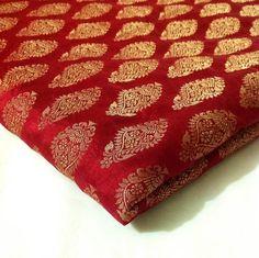 How to differentiate the real vintage Indian silk clothing from the fake ones! Kanjivaram Sarees Silk, Banarsi Saree, Bridal Dupatta, Wedding Silk Saree, Bengali Wedding, Muse, Wedding Saree Collection, Kurta Neck Design, Silk Saree Blouse Designs