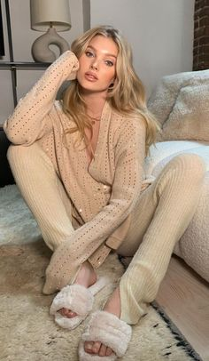 Cold Weather Outfits, Winter Outfits, Girls Diary, Tan Cardigan, Elsa Hosk, Jumpsuit Outfit, Famous Women, Photography Women, Ideias Fashion