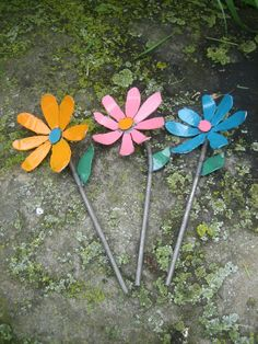 Shabby Chic Hand Painted Metal Garden Art Flowers by PatsGardenArt, $26.00