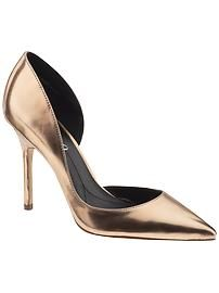 There are very few things as sexy as metallic pumps!
