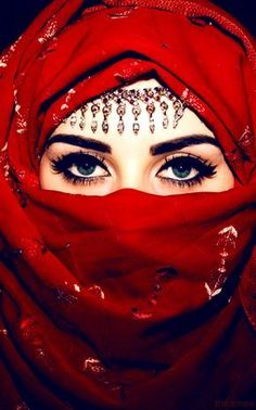 See here the Awesome ideas of Awesome Hijab Niqab Eyes! Hijab Niqab Ideas with eye are most beauty ever see it, it like ghost, i don't understand why Europe Niqab Eyes, Hijab Niqab, Muslim Girls, Muslim Women, Beautiful Hijab, Beautiful Eyes, Stunningly Beautiful, Beau Hijab, Arabian Eyes