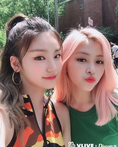 DISPATCH shared ITZY's selca during the photoshoot collaboration on their VLive Homepage Kpop Girl Groups, Korean Girl Groups, Kpop Girls, K Pop, New Girl, K Idols, South Korean Girls, Girl Crushes, Asian Girl
