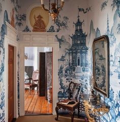 30 Images of Beautiful Interior Inspiration for the Last July Days . :: This Is Glamorous 30 Images of Beautiful Interior Inspiration for the Last July Days . Chinoiserie Wallpaper, Chinoiserie Chic, Deco Originale, Wall Treatments, White Decor, Delft, My New Room, Beautiful Interiors, Interior Inspiration