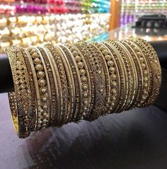 Types of Indian Jewelry Designs – Fashion Asia Asian Bridal Jewellery, Indian Jewelry Sets, Indian Accessories, Indian Wedding Jewelry, Indian Jewellery Design, India Jewelry, Jewelry Design, Indian Bangles, Craft Jewelry