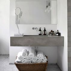 7 Phenomenal Bathroom Inspiration examples with Marble and Concrete (Image via Boligviv)