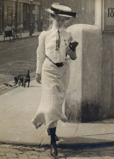 Edwardian Sartorialist: Candid Photographs Show Beautiful Women's Street Style in London From the 1900s