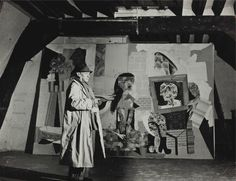 Brassai (1899-1984) Pablo Picasso dans son atelier, 1939