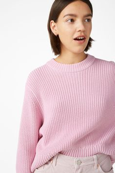 This chunky 'n' roomy knit sweater is cropped and puffed to perfection.