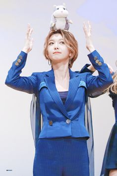 Korean Artist, Kpop Outfits, Kpop Girls, My Idol, Girl Group, Dream Catcher, Rapper, Disney Characters, Fictional Characters