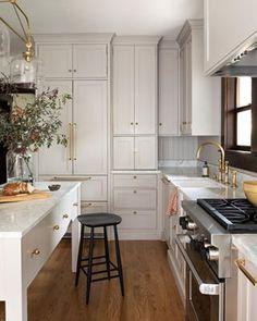 Home Decor Recibidor Design house: Small, elegant home with smart storage, designed by Heidi Caillier Home Interior, Kitchen Interior, New Kitchen, Kitchen Decor, Kitchen Ideas, Kitchen Storage, Kitchen Trends, Country Kitchen, Kitchen Corner
