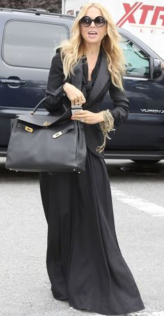 This woman knows how to wear maxis