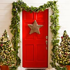 Love the warm, cheery feeling of this front door decor.