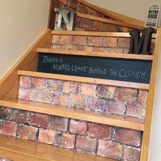 毎日登る階段を赤レンガで演出!