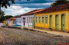 Pirenópolis está localizada a pouco mais de 150 km de Brasília. É uma das cidades mais antigas de Goiás. São centenas de casas coloniais coloridas espalhadas por todo lado.  Lá no blog saiu post novo contando sobre nossa passagem sobre Brasília e o bate volta até Pirenópolis. 02/16.  #demochilaecaneca #pirenopolis #mtur #vivadeperto #viajepelobrasil #amoviajar #marolacomcarambola #blogmochilando #queroviajarmais #trippics #lonelyplanet #goias #mochileiros #mochilao #mochileros…