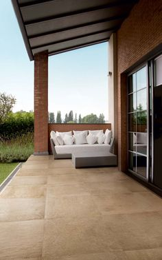 Beige floor, super resistant and water proof, that looks like natural stone - Casa dolce casa stoneware is suitable for outdoor areas. Balcony Flooring, Porch Tile, Outdoor Decor, Terrace Floor, Outdoor Tiles, Patio Tiles, Style Tile, Exterior Tiles, Outdoor Living