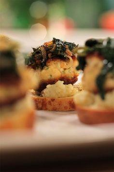 EPISODE 12: VISKOEKIES OP GEURIGE KAPOK South African Recipes, Ethnic Recipes, Jenny Morris, South African Celebrities, First Bite, Recipies, Chicken, Vegetables, Breakfast