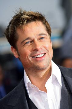 Time by time we have seen different hairstyles of Brad Pitt. Brad Pitt new hairstyle gallery is in our website! Brad And Angelina, Angelina Jolie, Celebrity Kids, Celebrity Pictures, Celebrity Style, Brad Pitt Style, Brad Pitt News, Bradd Pitt, Brad Pitt Pictures