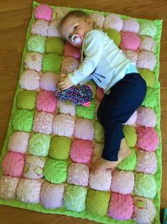 """Baby Bubble Quilt in Pinks and Greens - With Free Name Embroidery - Approx. - - Baby Bubble Quilt in Pinks and Greens – With Free Name Embroidery – Approx. """"Grand""""ideas Baby Bubble Quilt in Rosa und Grün mit freiem Namen Quilt Baby, Rag Quilt, Patchwork Quilting, Bubble Quilt, Puff Blanket, Afghan Blanket, Picnic Blanket, Outdoor Blanket, Biscuit Quilt"""