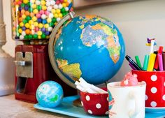 Globe and gum ball machine Map Globe, Gumball Machine, Vintage Love, Color Inspiration, Home Crafts, Craft House, Household Tips, Globes, Maps
