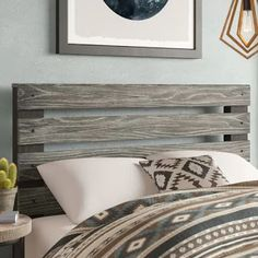 When it comes to coastal bedrooms, wood or rattan are great options to add some coastal style decor to your bedroom. The other day, I looked for a headboard and narrowed it down to a few beach headboard ideas for coastal bedrooms that I loved. Headboard Designs, Headboard Ideas, Rustic Wood Headboard, Diy Pallet Headboard, Diy King Headboard, Make Your Own Headboard, Modern Headboard, Diy Bett, Panel Headboard