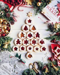2,384 отметок «Нравится», 95 комментариев — Hedieh Gharrat (@h.rebel) в Instagram: «Homemade cinnamon wreaths + hot chocolate + some gorgeous books = perfect combination for a rainy…»