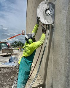 Tilt Wall  #miami #construction #constructionsite #concretecutting #generalcontractor #concreteconnection #concretelife #concrete #demolition