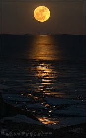 Amazing Snaps: Super moon, Georgian bay - Lake Huron, one of the five Great Lakes of North America