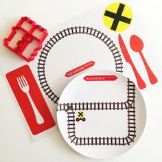 Personalized plates for kids: The new tracks plate for train lovers