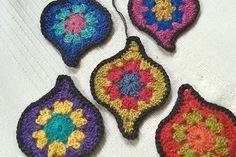 Crochet-in-Chapala-2-lantern-squares, #crochet, free pattern, granny square, ornament motifs, #haken, gratis patroon (Engels), druppel motief, mystical lantarn, haakpatroon, deken, sprei, sjaal, shawl,
