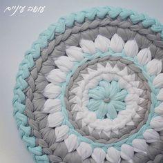 Day#7 פרוייקט תחת נגמר.  לא יודעת מה אעשה עם עצמי עכשיו. אולי אנקה קצת. קובץ עם כל ההוראות מהפרוייקט, עכשיו בקישור  goo.gl/qpq5ht.  יאיי.  #diy #tshirtyarn #crochet #crocheting #trapillo #סריגה #עושהעיניים #תחתיתלסיר #חוטיטריקו #פרוייקטתחת #crochetpotholder