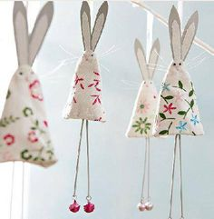 Easter or use felted wool scraps for christmas tree bunnies (like the chicken… cute shabby chic easter bunny rabbit bunting decoration to make easy to copy from picture kids could make this wrapped around a cardstock cone W I like this idea but would re Easter Projects, Easter Crafts, Christmas Crafts, Christmas Tree, Easter Decor, Christmas Angels, Easter Ideas, Diy And Crafts, Crafts For Kids