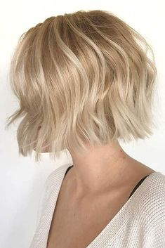 Blonde Short Bob With Simple Layers ❤ Explore the ideas of sporting short layered hair if you are about to freshen up your style! See how your new texture can change your look for the better. Short Hair With Layers, Long Layered Hair, Short Hair Cuts, Short Hair Styles, Corte Bob, Langer Bob, Short Layered Haircuts, Natural Wavy Hair, Balayage Hair