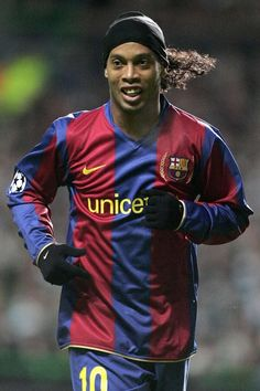 Ronaldinho new FC Barcelona ambassador FC Barcelona Ronaldo Football, Best Football Players, Football Is Life, World Football, Football Kits, Soccer Players, Football Soccer, Fc Barcelona, Soccer Art